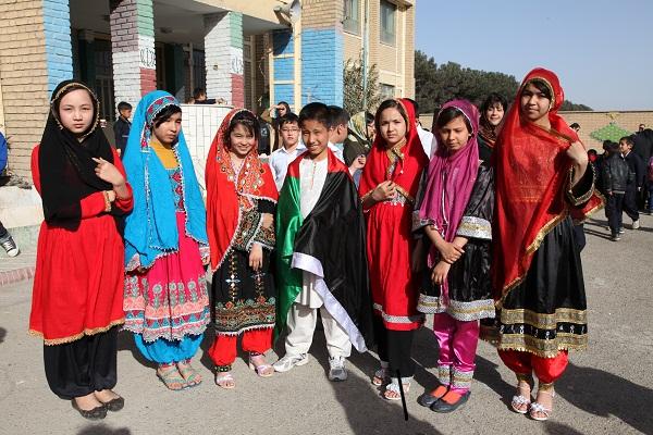 آموزش حسرت کودکان افغان