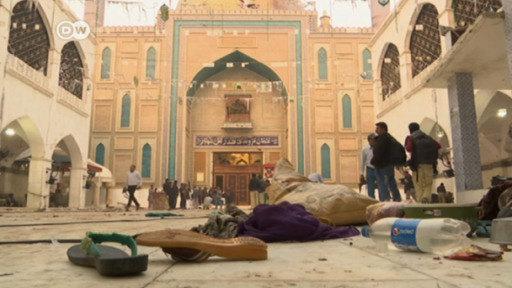 دستگیری بیش از 350 نفر شامل افغانستانی ها توسط پلیس پاکستان در پی حمله به زیارتگاه صوفی