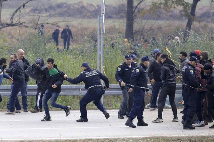 تجمع پناهجویان و مهاجران غیرقانونی در مرزهای کرواسی